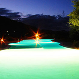 Piscina-esterna-notte-Hotel-Resort-Sa-Rocca