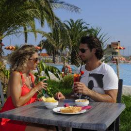 ai-pozzi-village-servizio-bar-e-relax-a-bordo-piscina